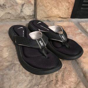 Black and White Nike Thong Flip Flops